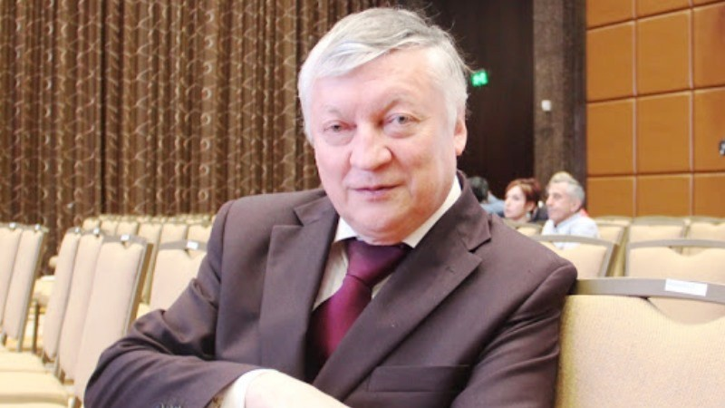 "Anatoly Karpov: ""knight"" move, ""pawns"" - in the stall"