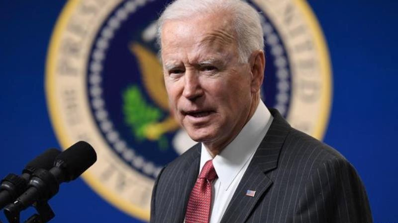 """Biden rests on the """"pipe"""""""